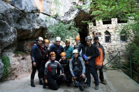 Фото на память возле входа в пещеру