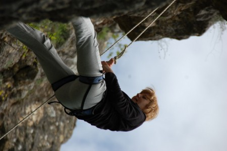 Татьяна покоряет 20-метровую скалу